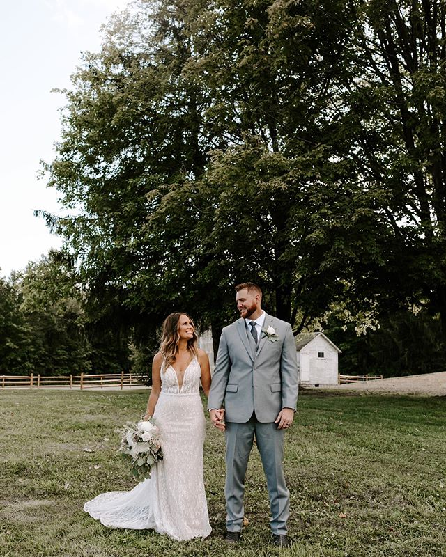 Brittany & Alan know how to throw👏🏻a👏🏻party, you guys! Had such a blast capturing their wedding and we literally had the most amazing weather. Off to Pittsburgh in the morning for 2/2 weddings this weekend!🌿