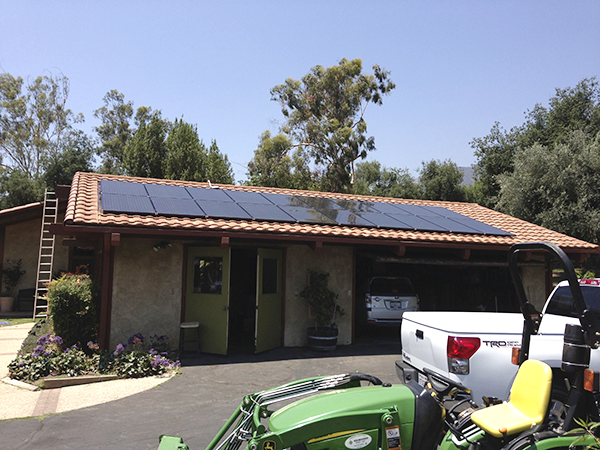 Solar Systems - We provide roofing systems coordinated with our combined teams of solar and roofing experts.