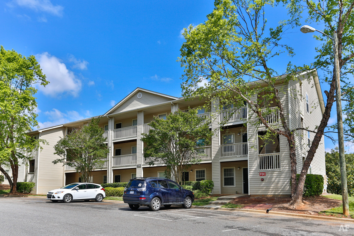 destination-at-union-apartments-gastonia-nc-building-photo.jpg