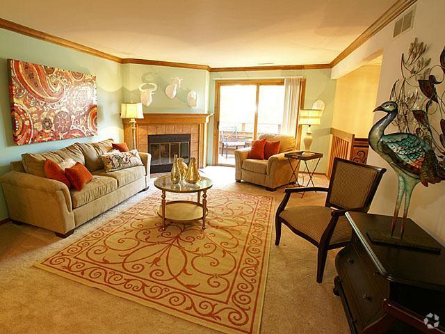 presidio-square-milwaukee-wi-living-room (1).jpg