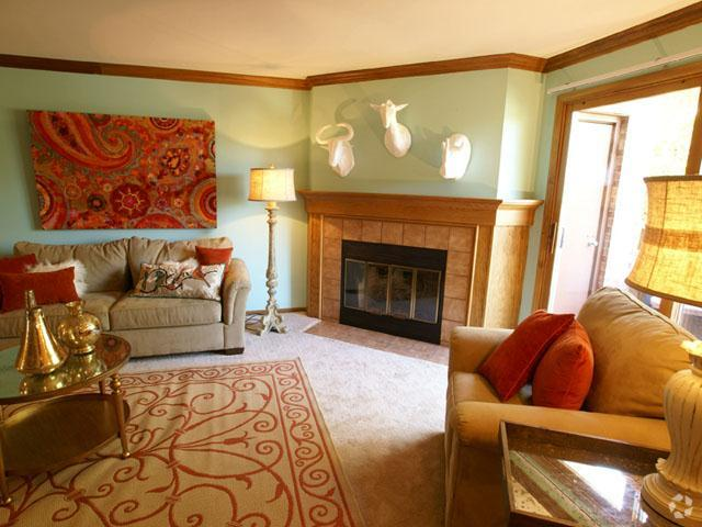 presidio-square-milwaukee-wi-living-room (2).jpg