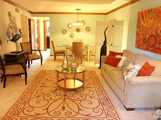 presidio-square-milwaukee-wi-living-room (3).jpg