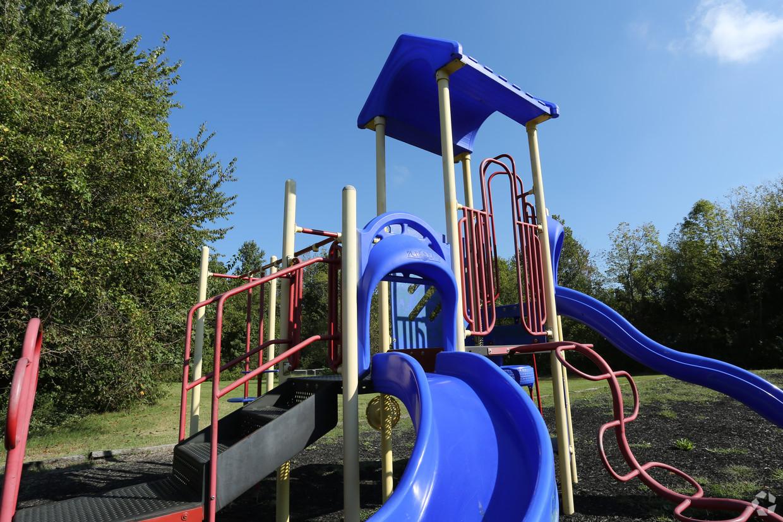 victoria-gardens-apartments-louisville-ky-playground.jpg