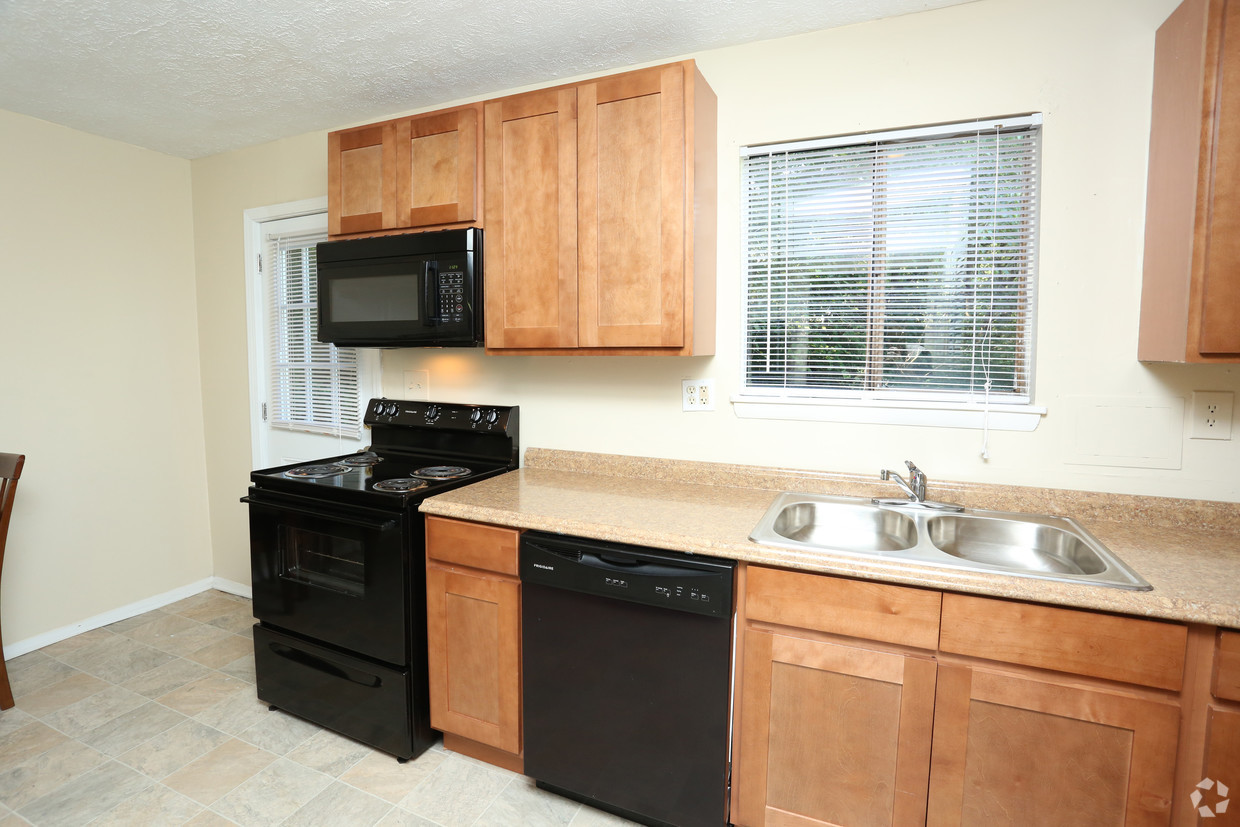 victoria-gardens-apartments-louisville-ky-2br-15-ba---932-sf---kitchen.jpg