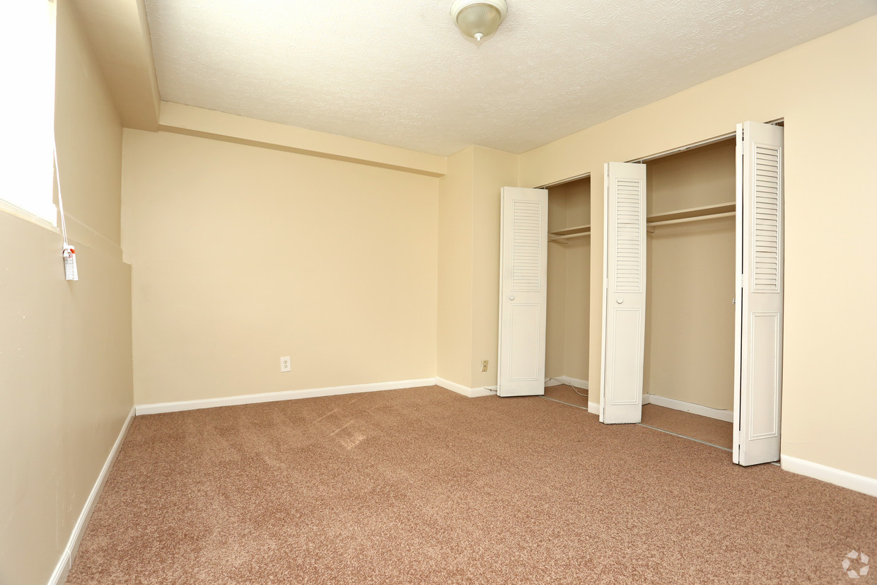 king-solomon-jeffersonville-in-1br-1ba---680-sf---bedroom (1).jpg