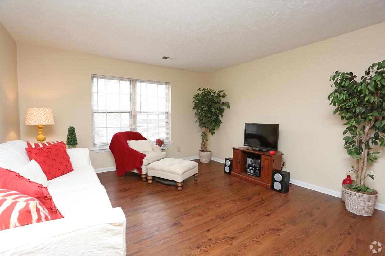 king-george-louisville-ky-2br-2ba---1150-sf---living-room (1).jpg