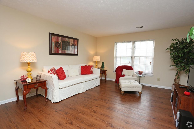 king-george-louisville-ky-2br-2ba---1150-sf---living-room.jpg