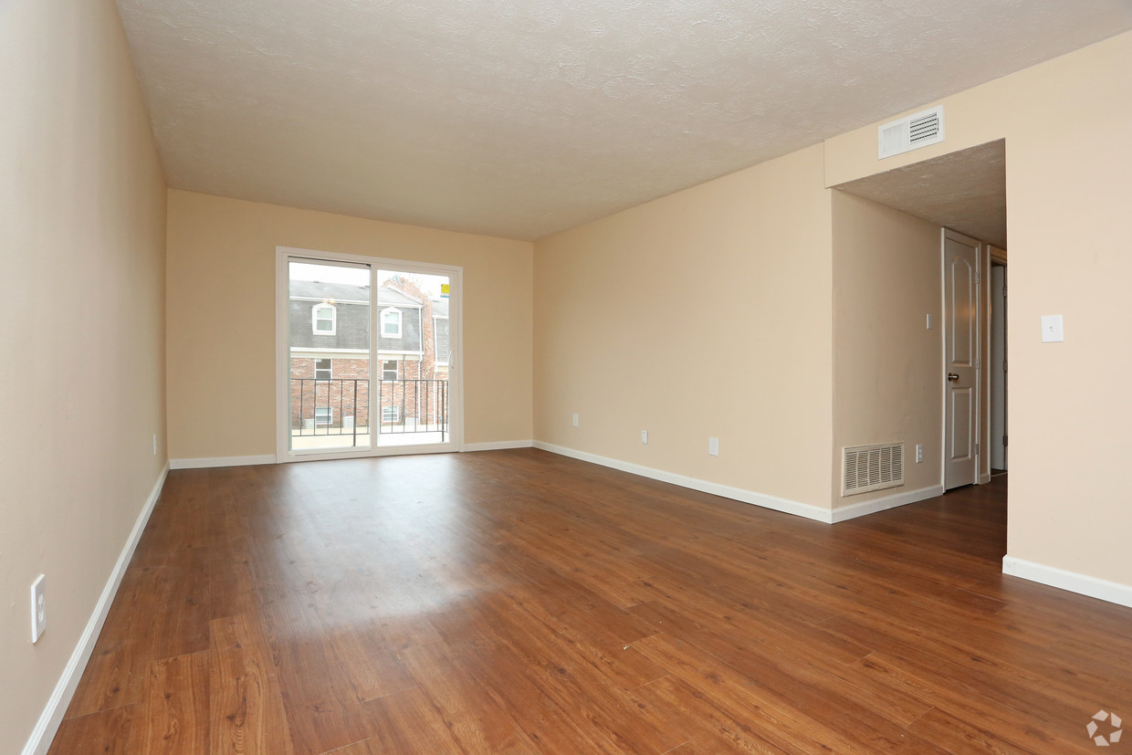 king-henry-lexington-ky-2br-15ba---850-sf---living-room.jpg