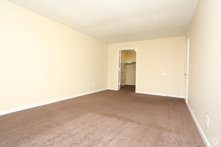 iroquois-garden-apartments-louisville-ky-2br-1ba---1000-sf---bedroom.jpg
