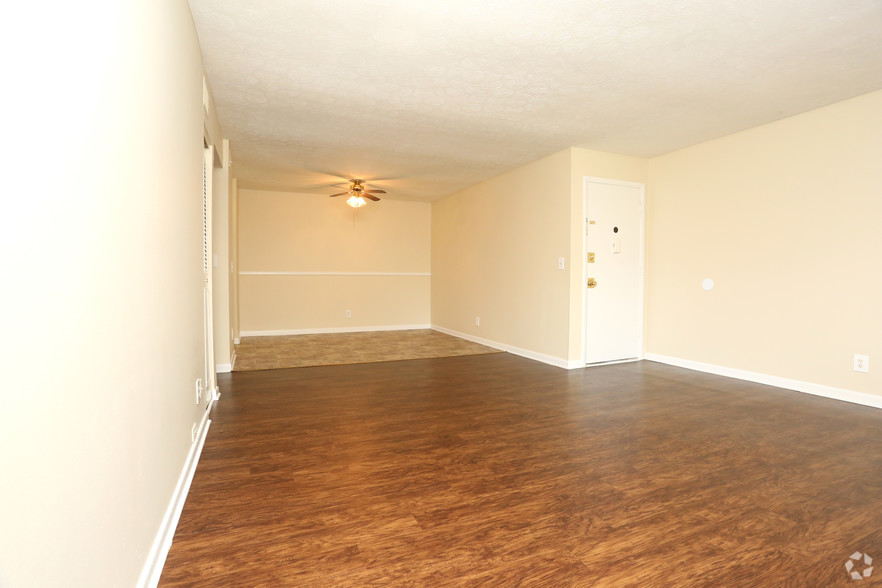 iroquois-garden-apartments-louisville-ky-2br-1ba---1000-sf---living-room (1).jpg