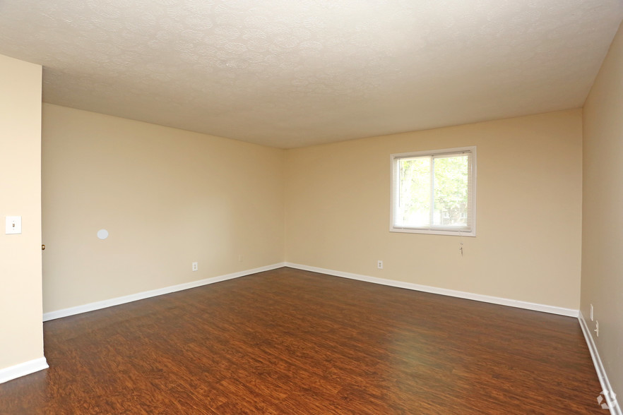 iroquois-garden-apartments-louisville-ky-2br-1ba---1000-sf---living-room.jpg