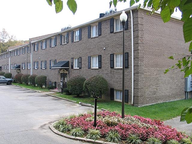 iroquois-garden-apartments-louisville-ky-iroquois-gardens (2).jpg