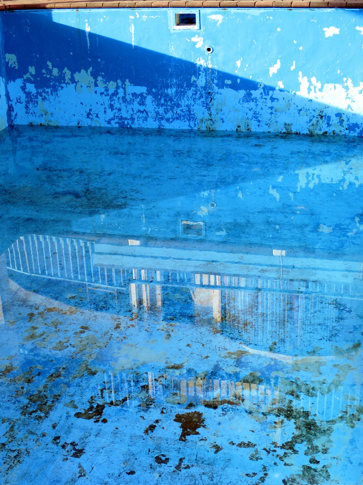 Pool-at-the-Menen-Hotel,-Nauru.jpg