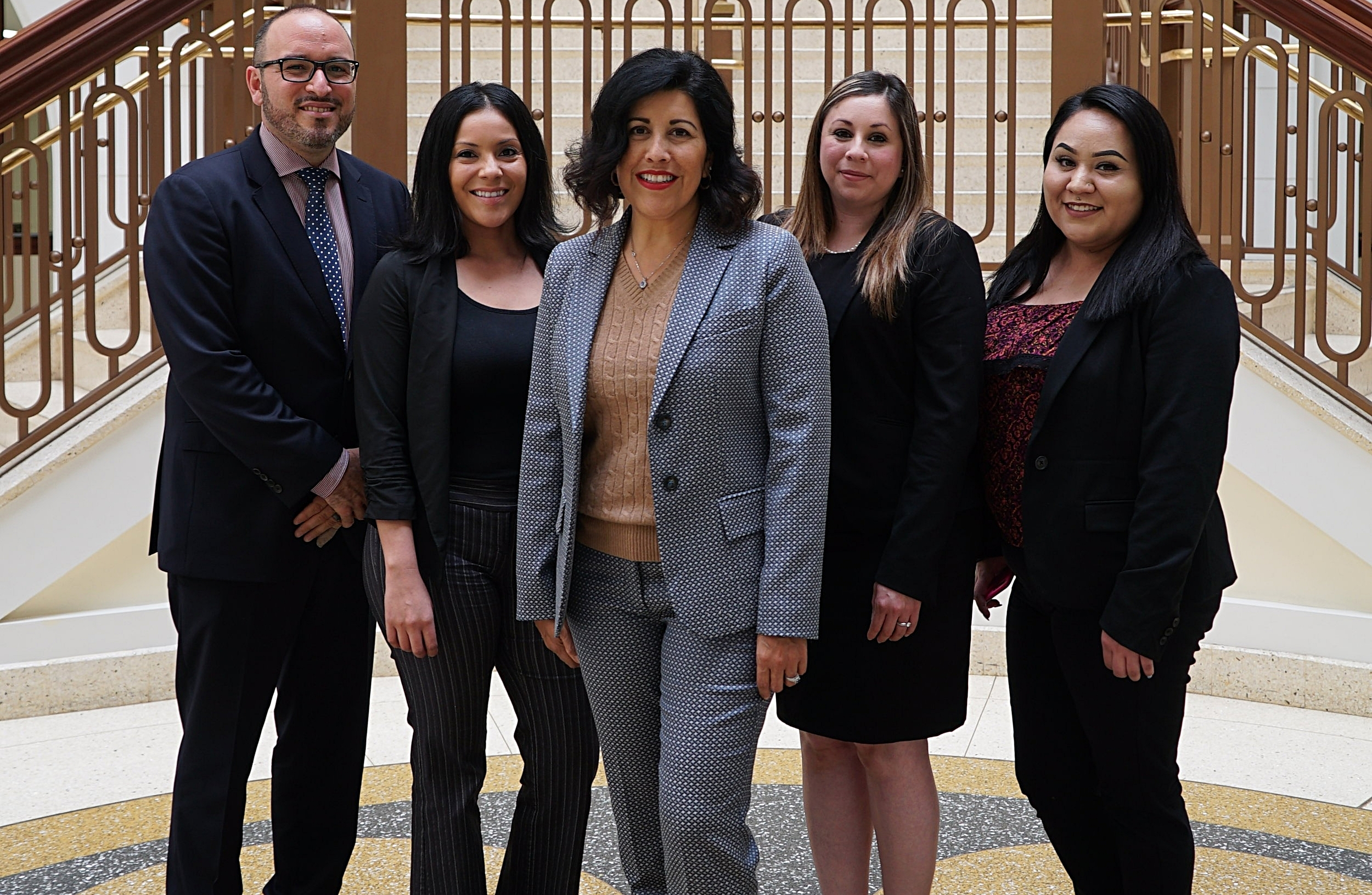 A winning legal team here to serve you. - Servicio en español
