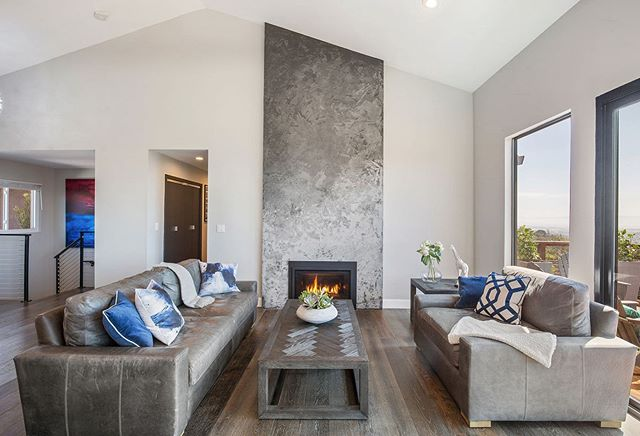 Fireplace on 🔥🔥🔥 From our Oakland hills project.  Hand stuccoed 🤩 #homerenovation #homedesign #fireplace #fireplacemakeover #fireplacedecor #housegoals #interiordesigner #interior_design #interiordesign #luxuryhomes #luxuryrealestate #bayarearealestate #oaklandrealestate #welovearchitecture #luxuryarchitecture #artemisinvestments