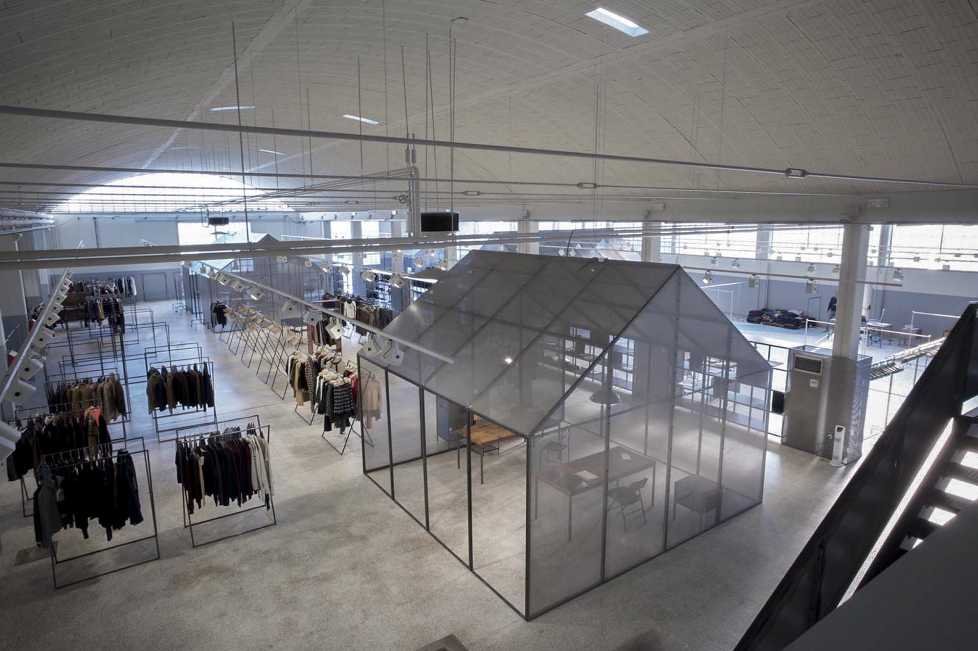 clothing-showroom-04.jpg