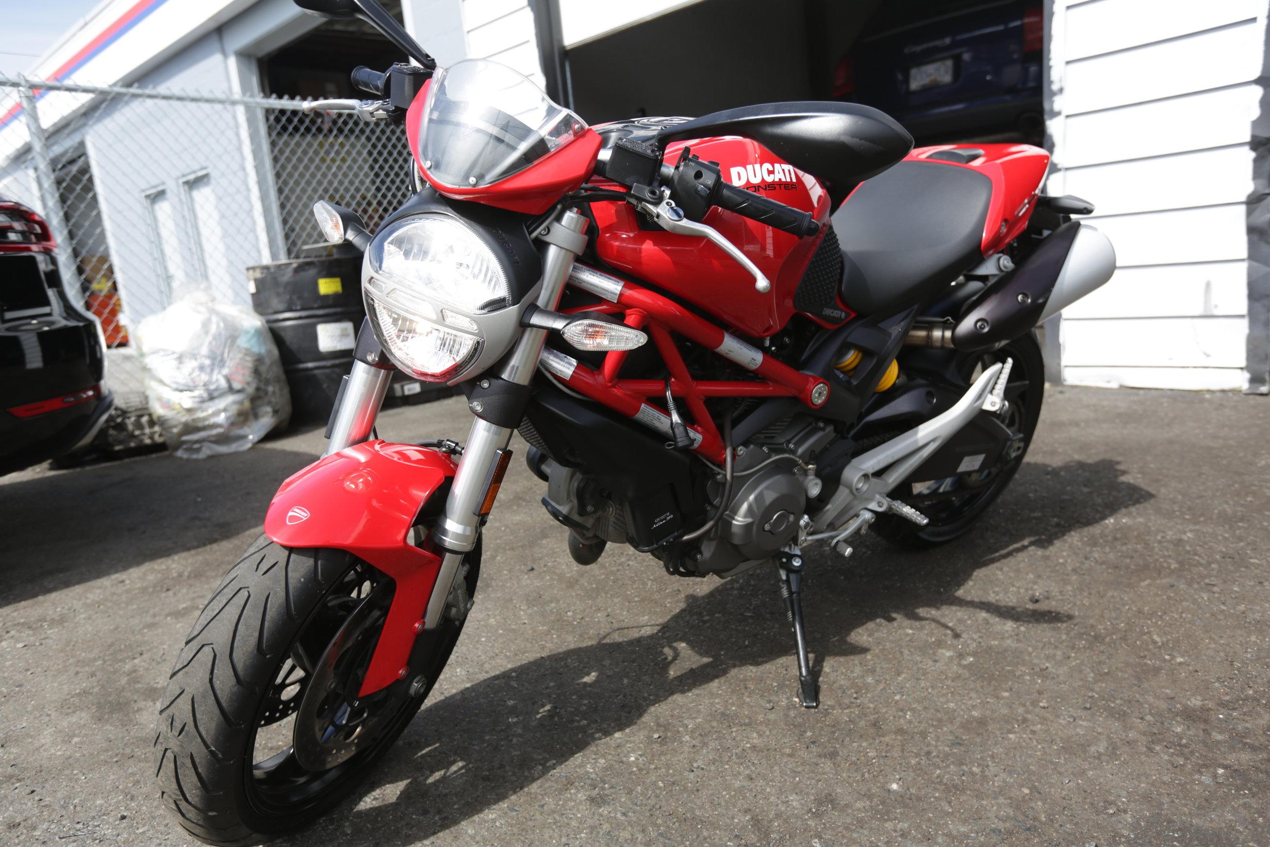2012 ducati monster 696 -