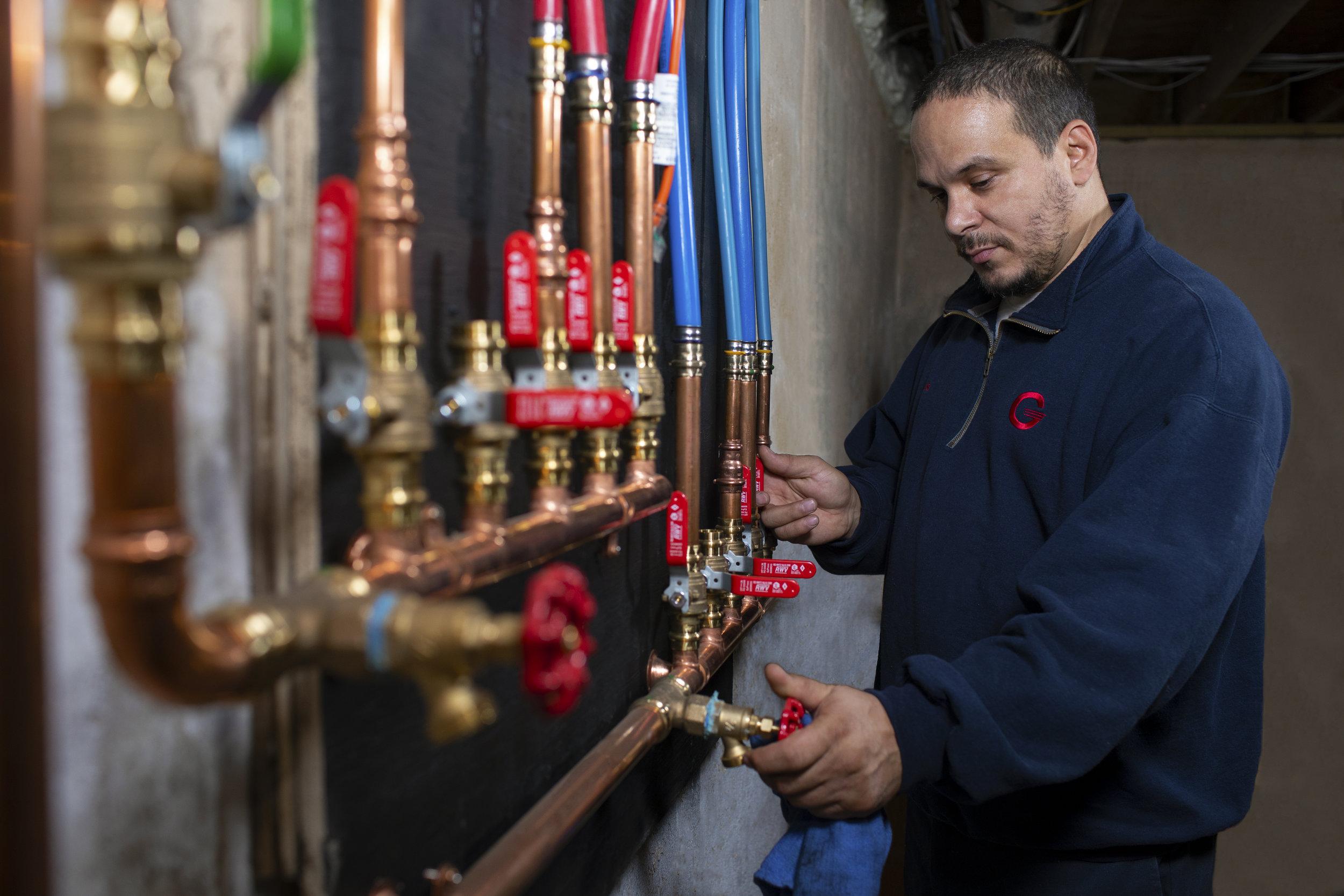 Luis, Service Technician
