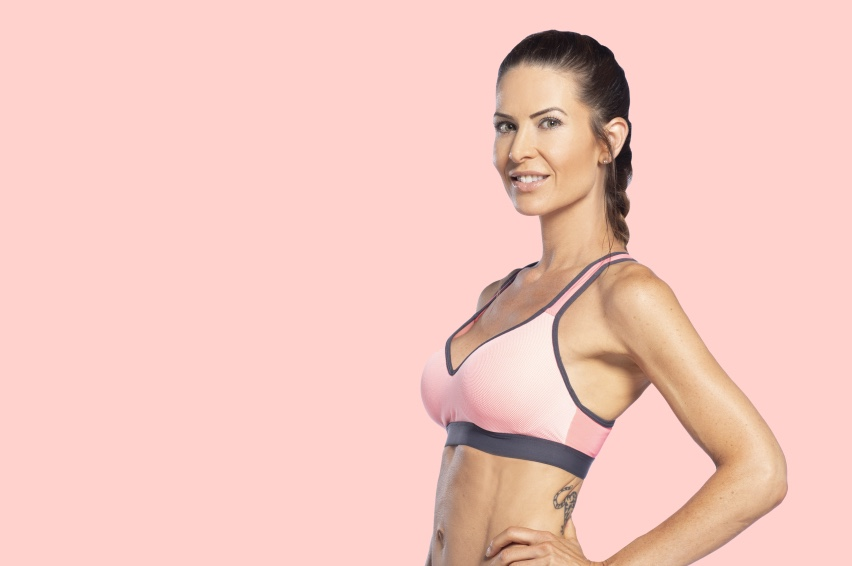 One Size Down - 12 week programDoris's program lasts 12 weeks and combines strength exercises and cardio to give you a full-body workout. Repetitions and intensity gradually increase to improve your endurance and performance. If you are looking at a smaller belly, a better-toned body, nicer arms and a stronger back, Doris's program can help you.