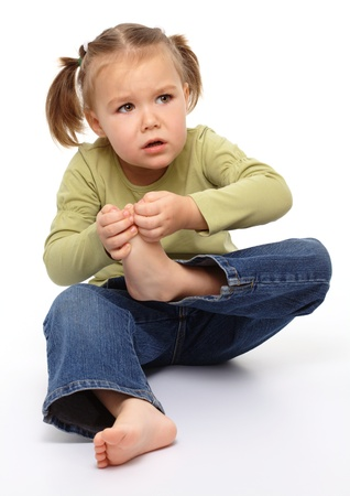 8572423_S_little_girl_foot_pain.jpg