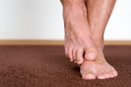 46471114_S_feet_man_barefoot_.jpg