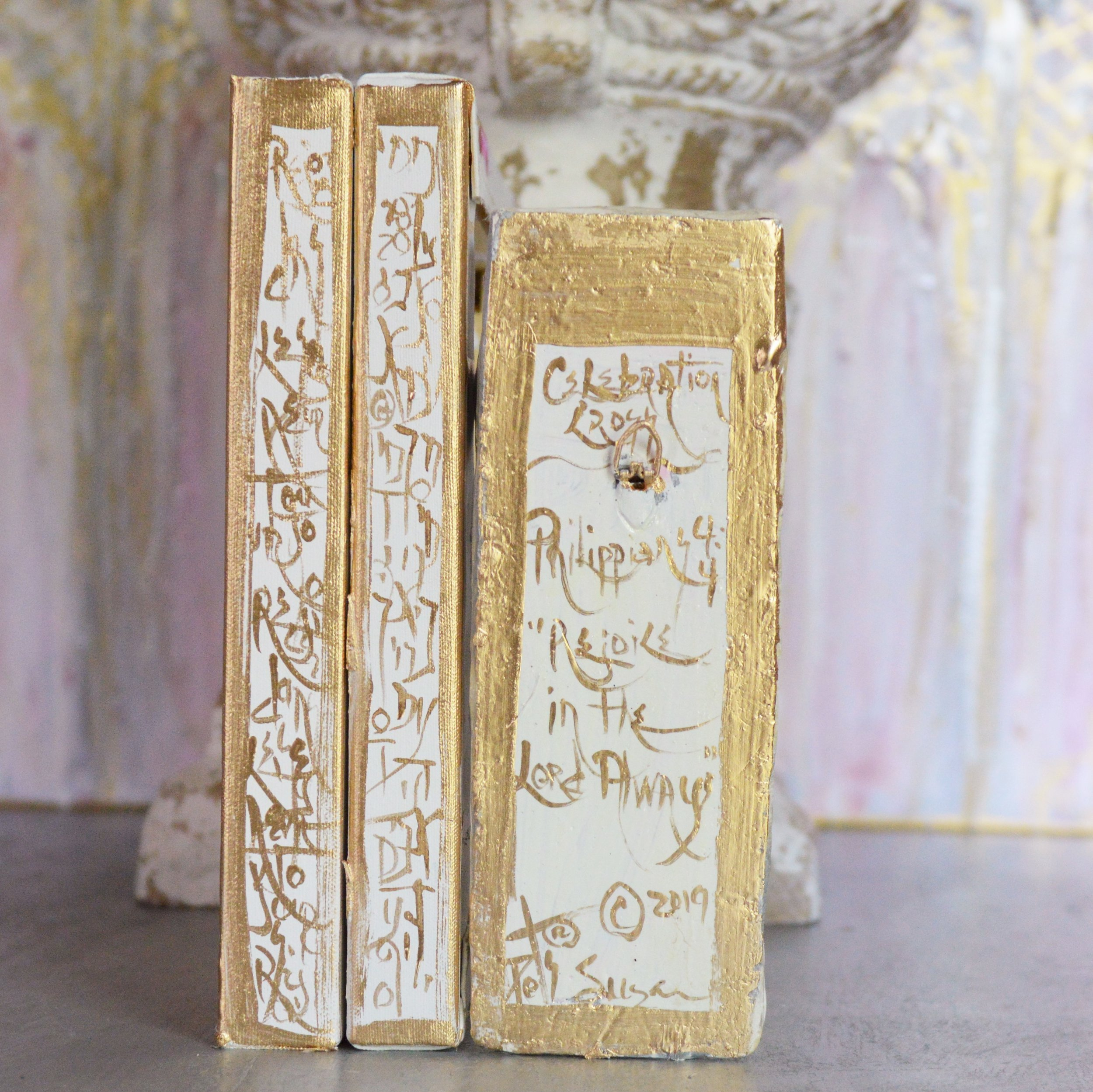 Scripture hand painted in gold leaf, in examples of French and Hebrew around the sides, and in English on the back