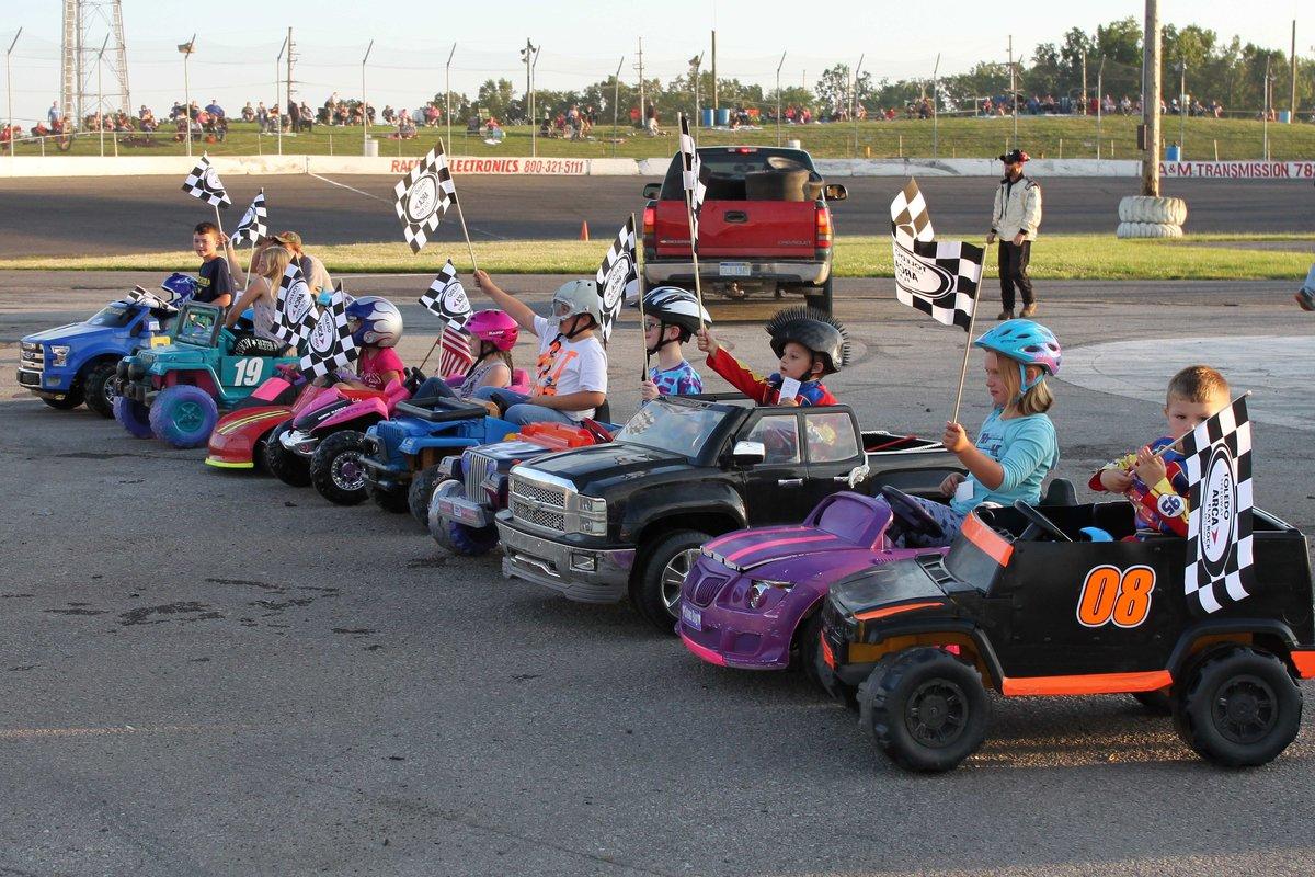 kids power wheels race photo 1.jpg