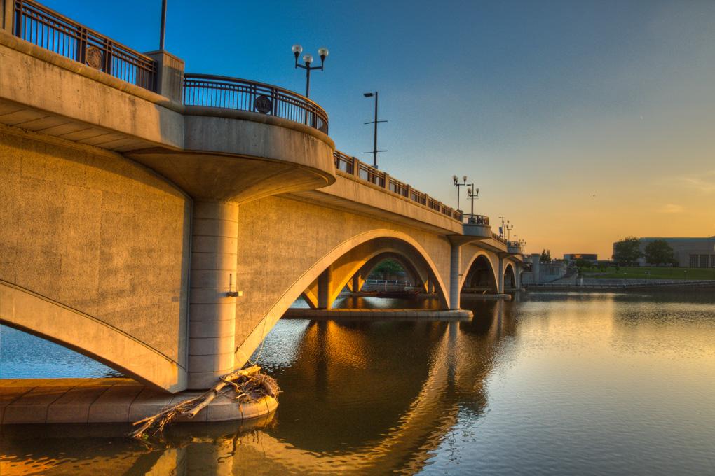 Broad_Street_Bridge_Columbus_Ohio.jpg