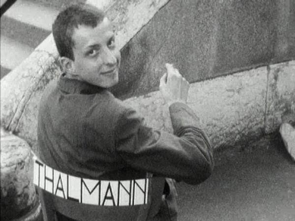 Vernissage de l'exposition manifeste L'art, besoin naturel de l'homme, dans les WC publics de la Place du Bourg-de-Four à Genève. Interview par la Radio télévision romande. 1961, Gérard Thalmann a 17 ans  Extrait d'un film de la RTV romande