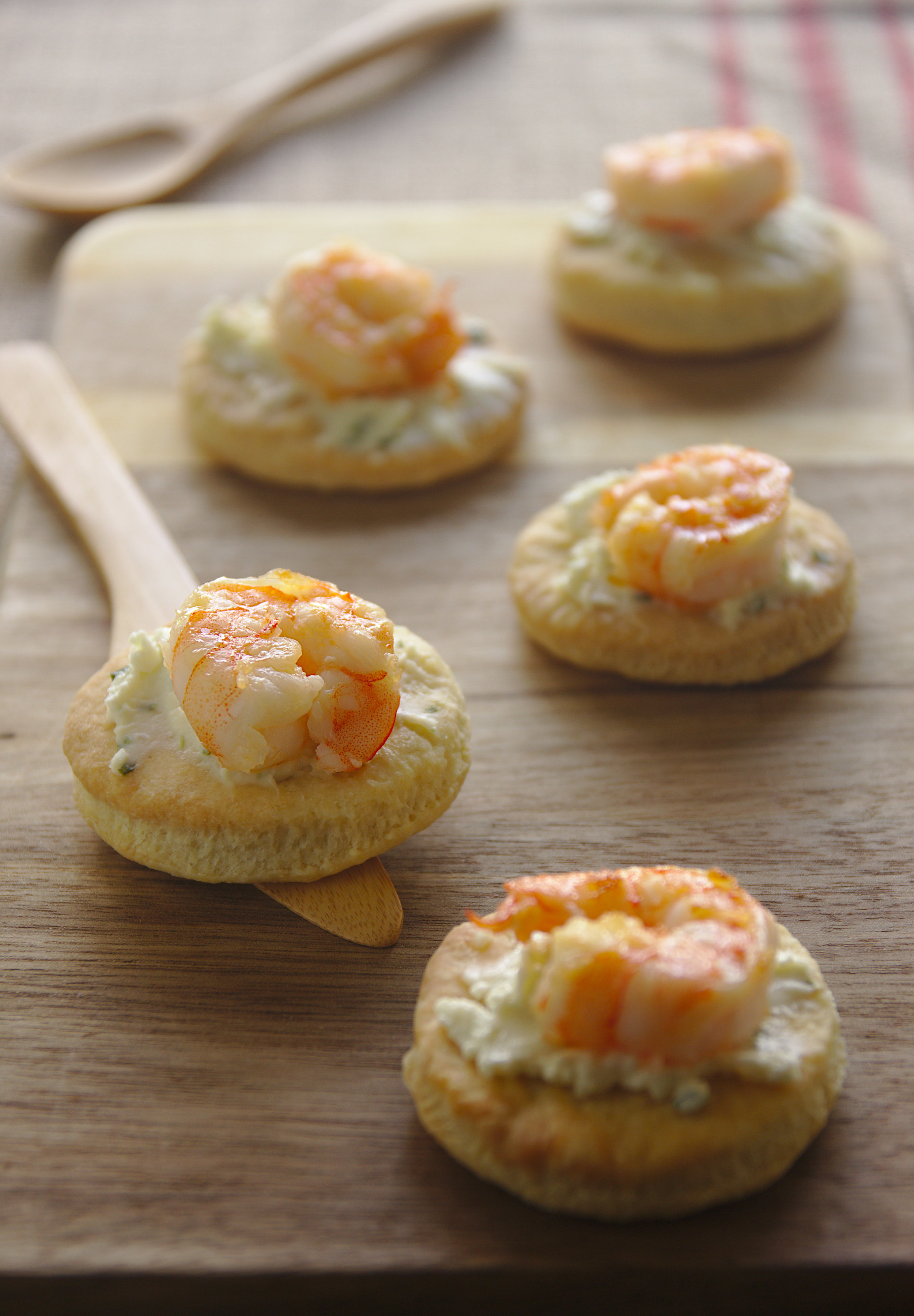 Canapés with shrimps and Pastis