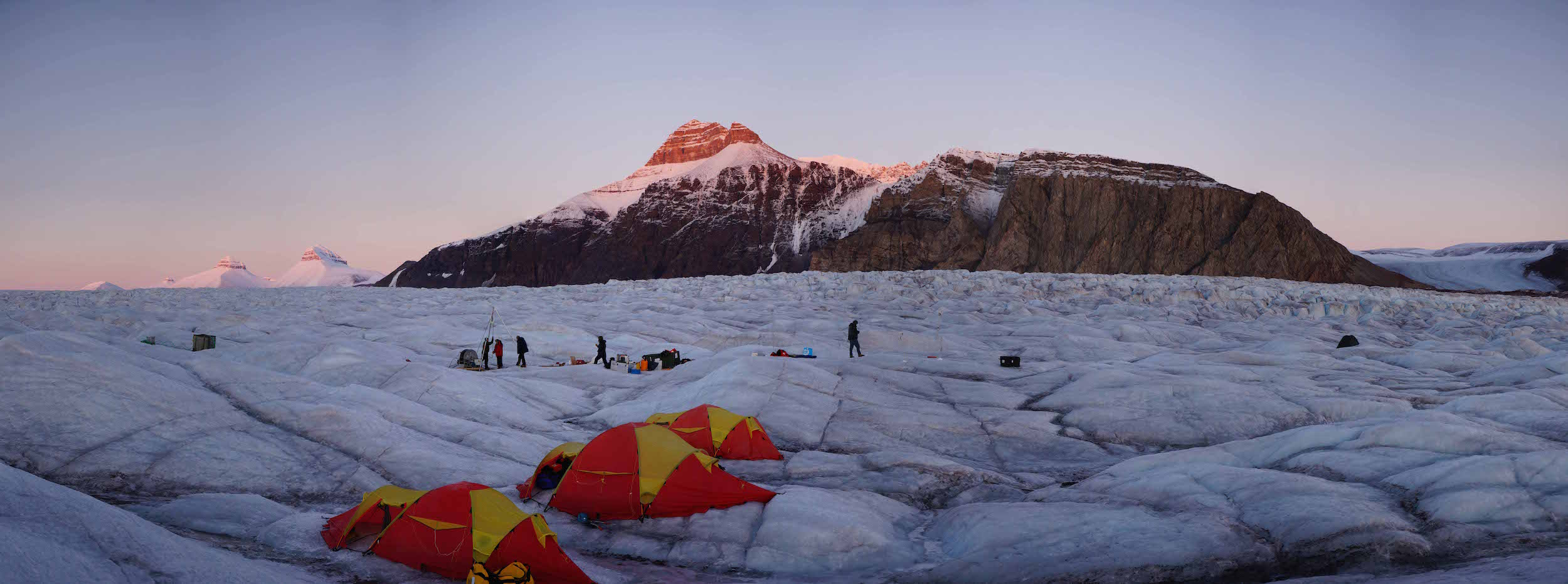 UNIS field camp on Kronebreen in Kongsfjorden, Svalbard. Photo: Heïdi Sevestre / UNIS
