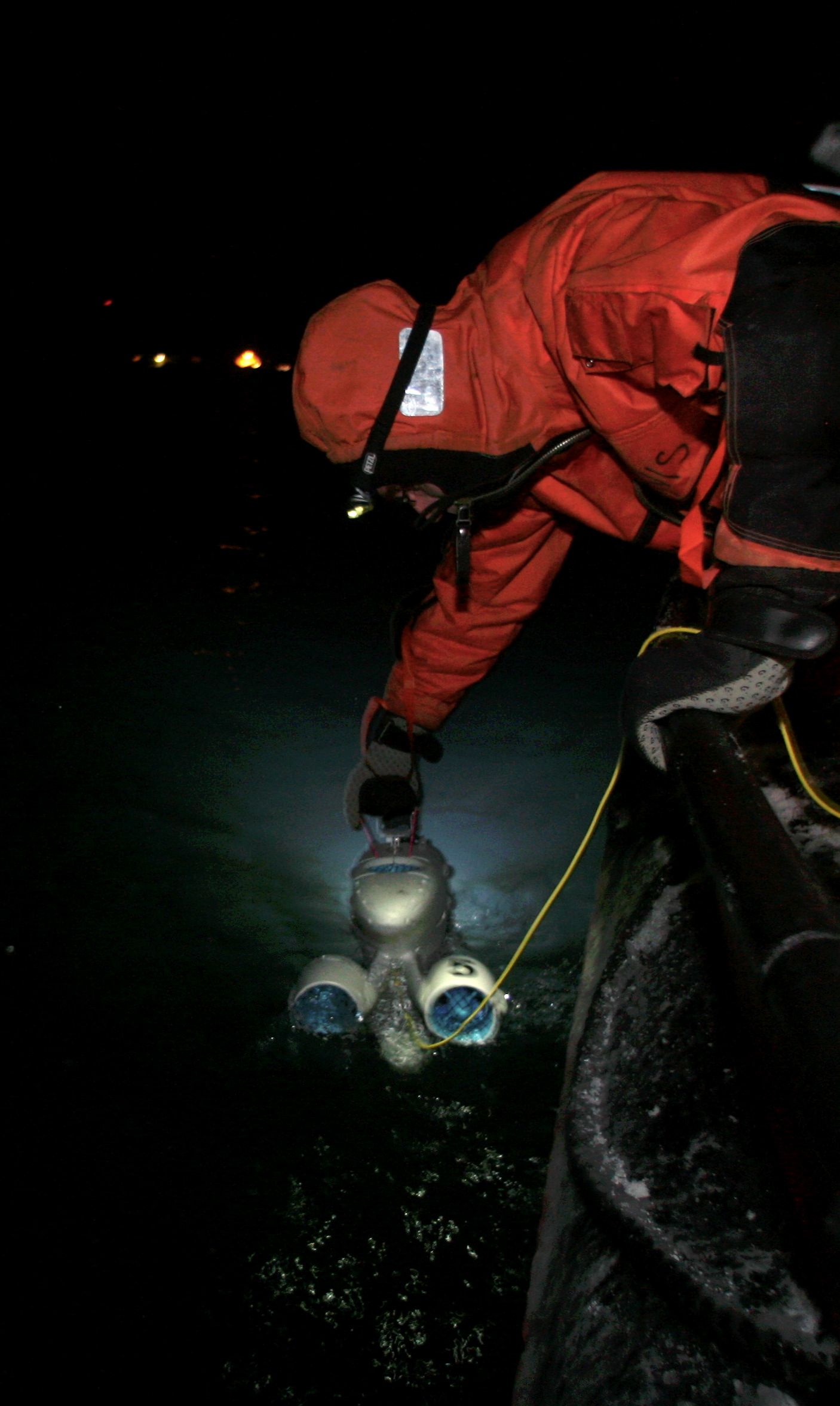 New technology is tested to study life in icy waters in the polar night. This robot, Blueye, is able to operate down to a depth of 100 metres and register even miniscule organisms. Photo: Ole Magnus Rapp