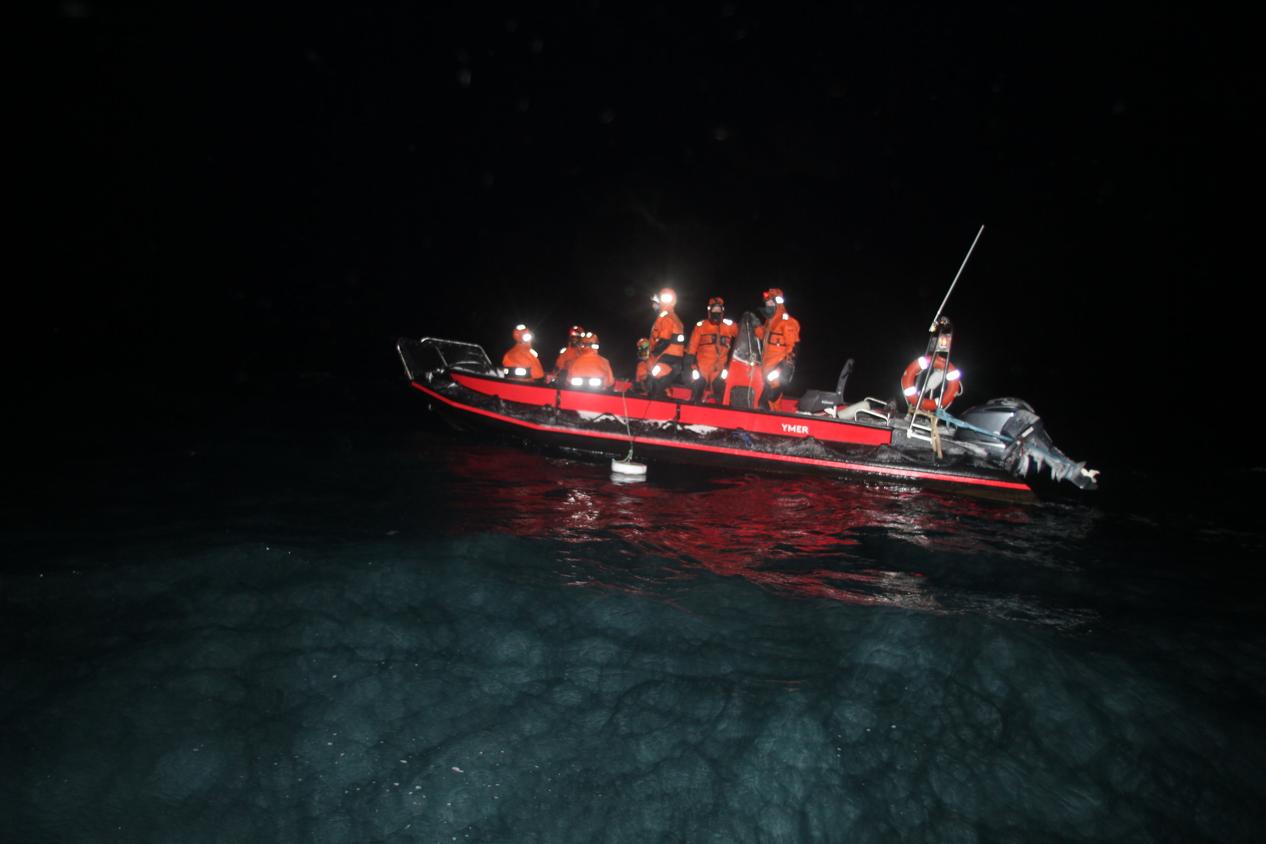 Even during the polar night, the icy waters teem with life. Moonlight influences many of the species. The winter research now being carried out in the north of Svalbard is unique from a global perspective. Photo: Ole Magnus Rapp