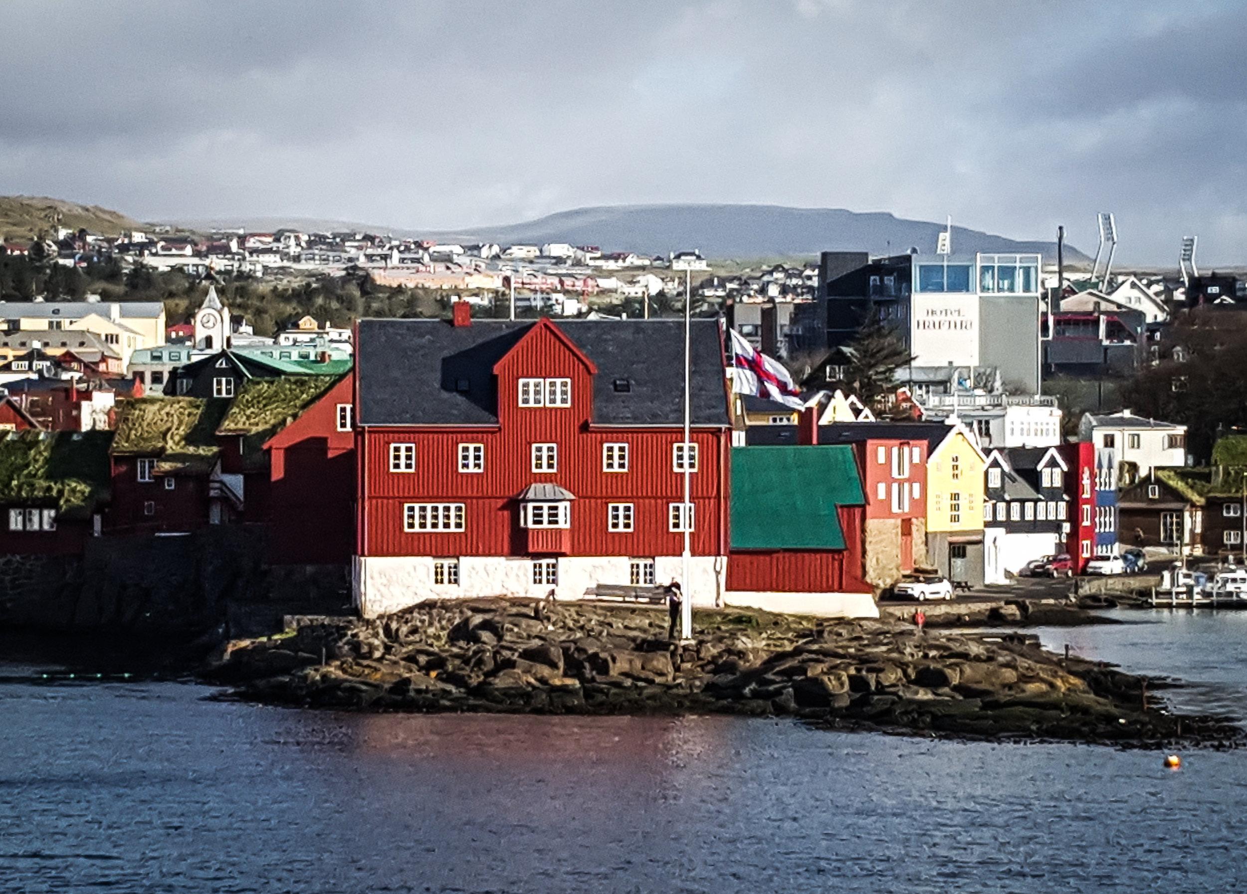 Litla mynd Torshavn-080102.jpg