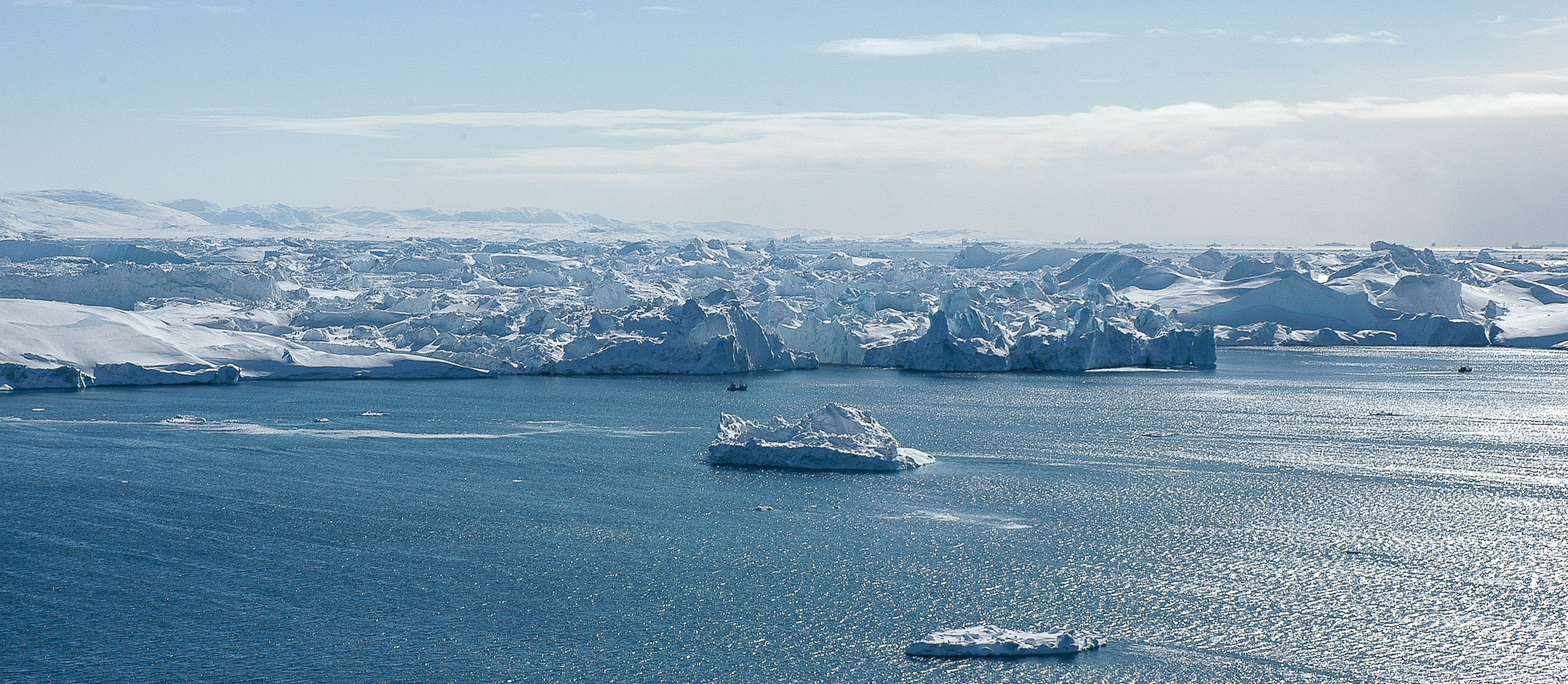 Icebergs in front of the mouth of the Ilulissat icefjord, right beside the town. JONAA©Kristjan Fridriksson
