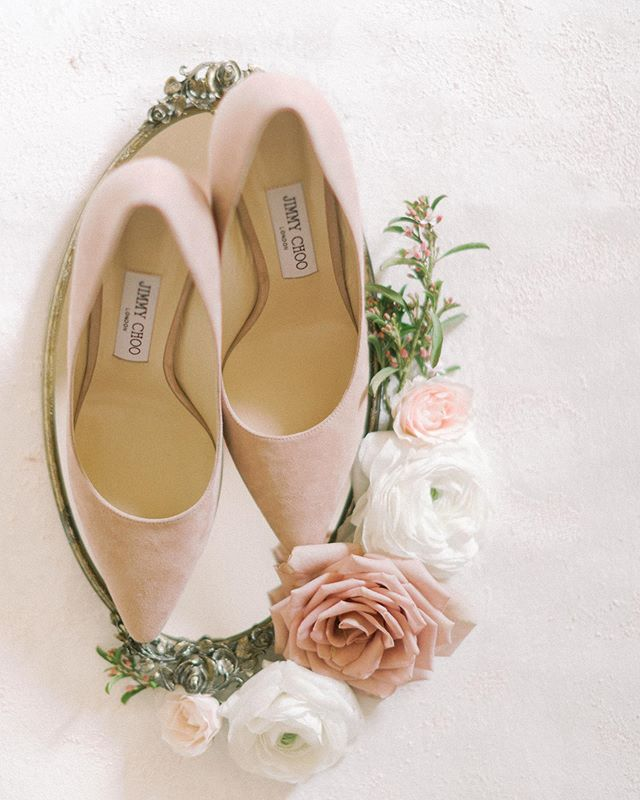 We are back from an amazing holiday vacation and are super energized and inspired for all our current and future couples! We can't wait to start sharing some design work with all our 2020 couples .  On a side note, I LOVE these neutral suede @jimmychoo pumps we chose for this shoot and you can totally sport them after your wedding day.  Planning & Design: @storybookeventslv Photographer: @madeleinecollinsphoto  Floral: @girlluvsflowers