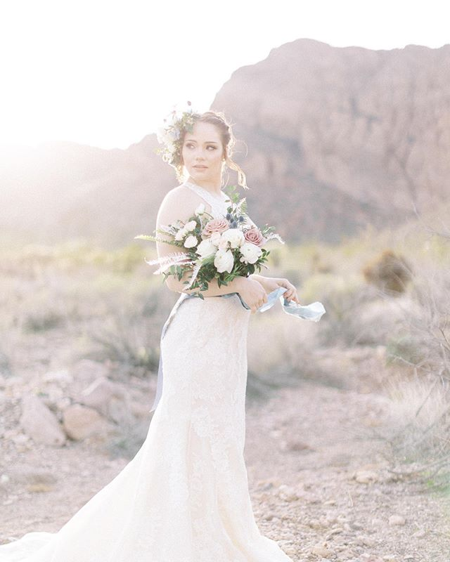 That beautiful desert light gently kissing the side of your face 🖤. All the feels for Jackie and her floral headpiece. Hope you all have a bright start to your week!  Planning & Design: @storybookeventslv  Photography: @madeleinecollinsphoto  Floral: @girlluvsflowers  H&MU: @briannamichellebeauty  Rentals: @rsvppartyrentals  Stationery: @mintedweddings