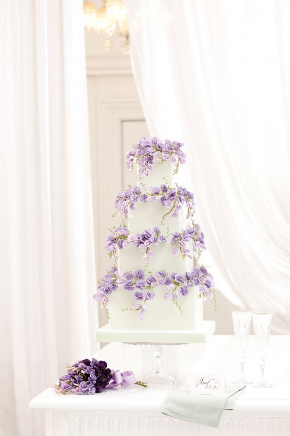 Peggy-Porschen_Floral-wedding-cake-collection_Purple-sweet-peas13001-brides-8may14_Georgia-Glynn-Smith_b.jpg