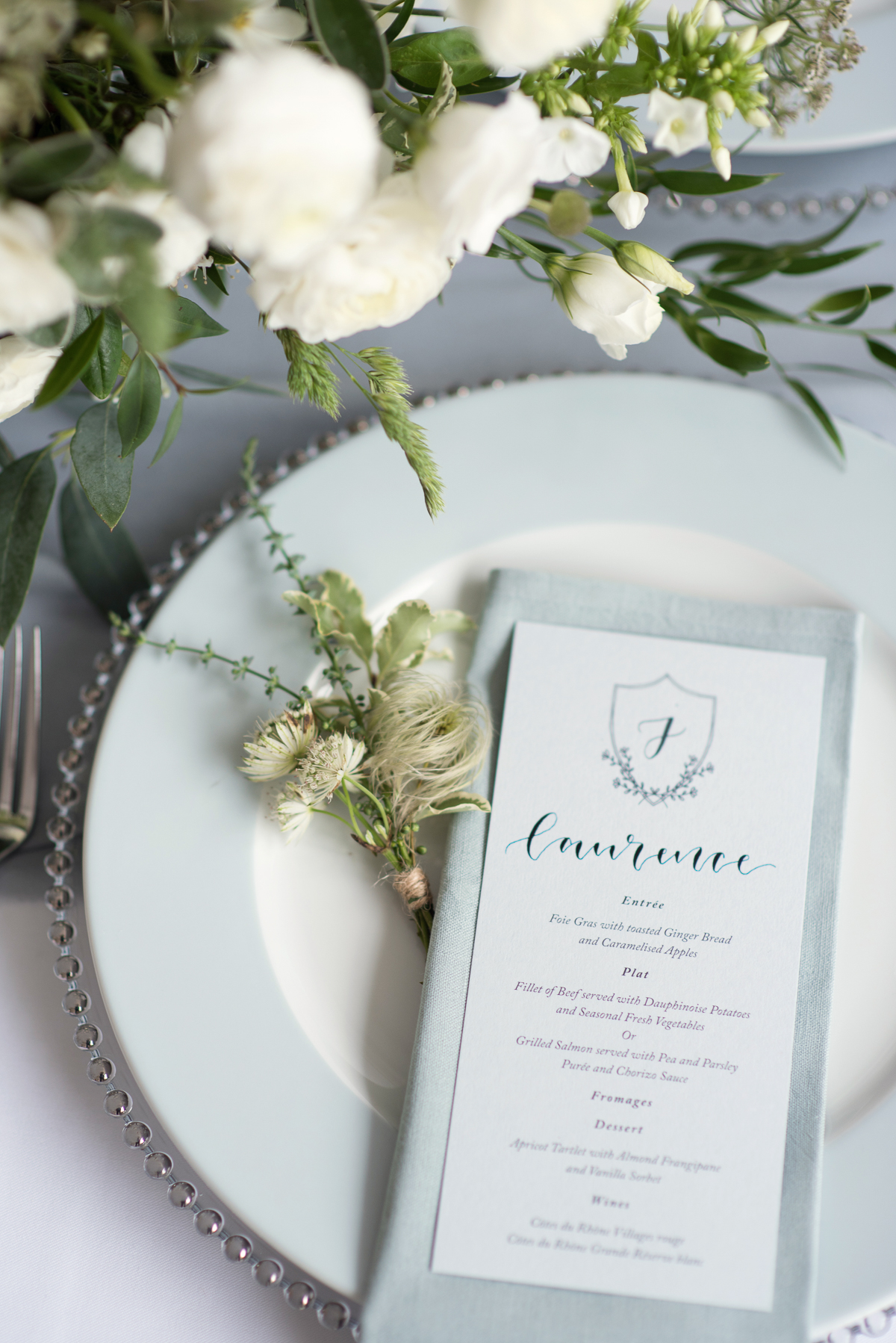 Elegant-blue-wedding-table-setting