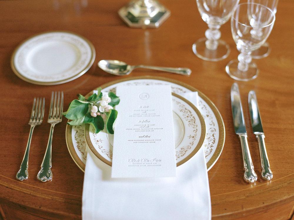 Elegant-wedding-place-setting