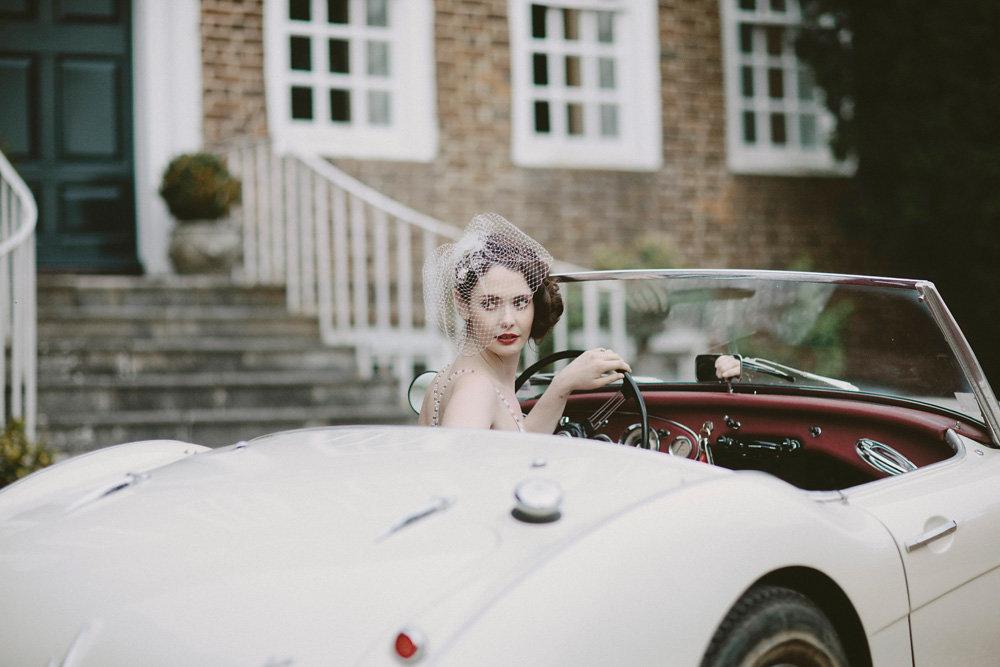 Bride-drives-vintage-wedding-car