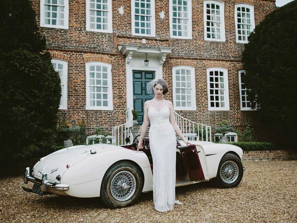 Bride-arrives-in-vintage-austin-healey