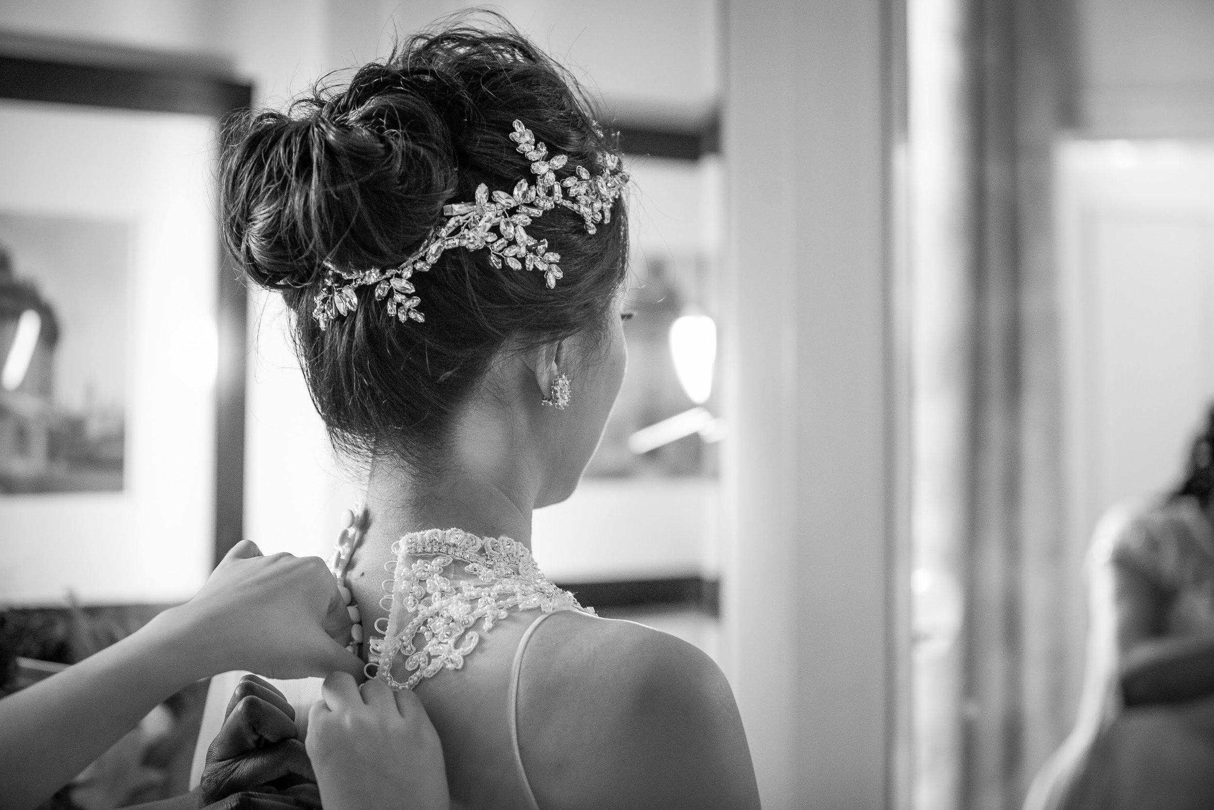 Oxford college wedding_brides gets ready