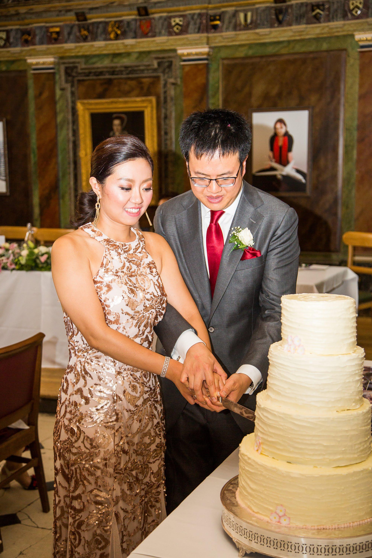 Oxford college wedding_cake cutting