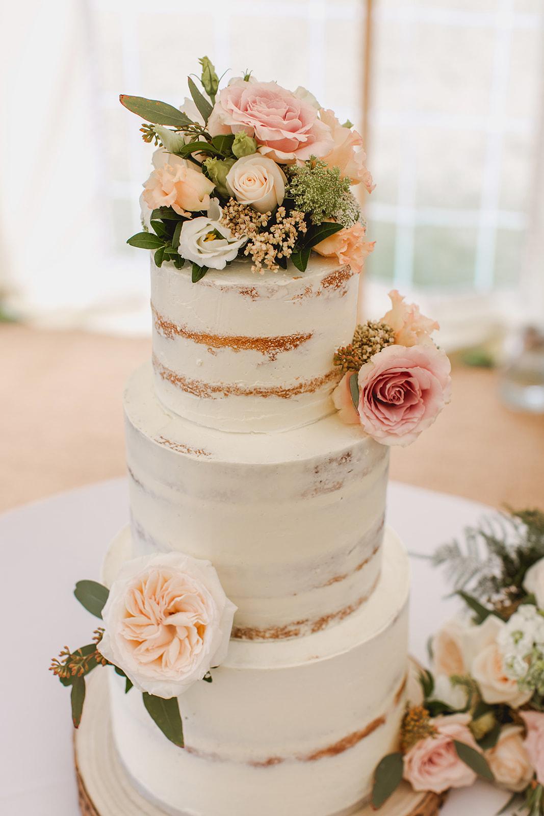 Eggington House marquee wedding_semi naked cake