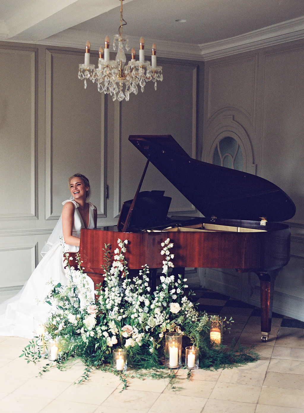 Bride plays the piano at Thorpe Manor