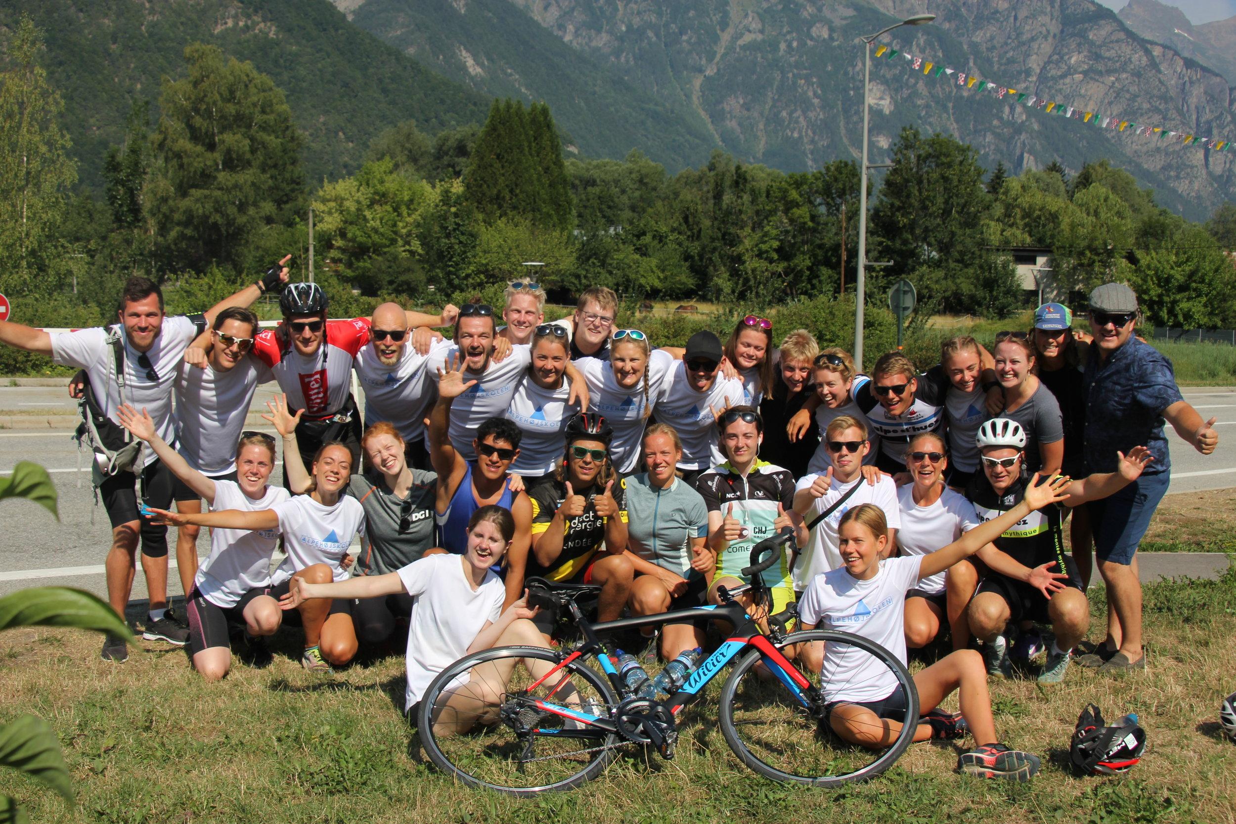 Højskole i udlandet 1 måned | Brug din sommerferie på højskole i alperne |  Fællesskab, leg, læring og udvikling