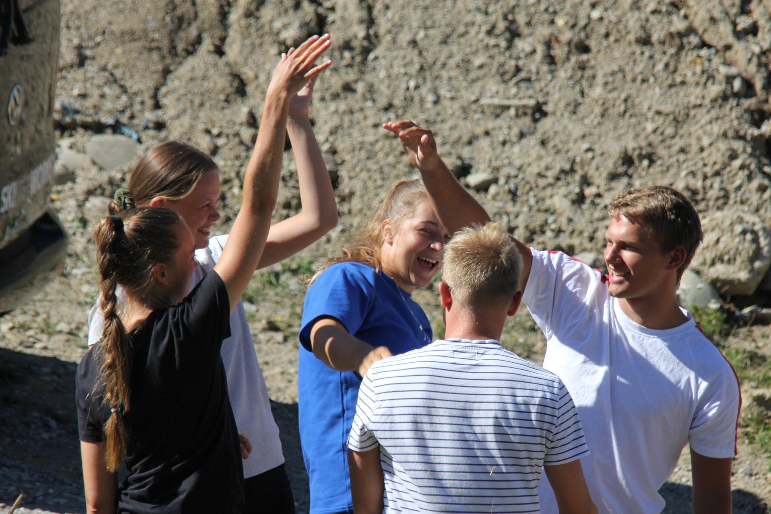 Højskoleophold i sommerferien | 1 måned i Alperne med Yoga & Selvudvikling, Service Management eller Adventuresport - Vi leger os til læring!