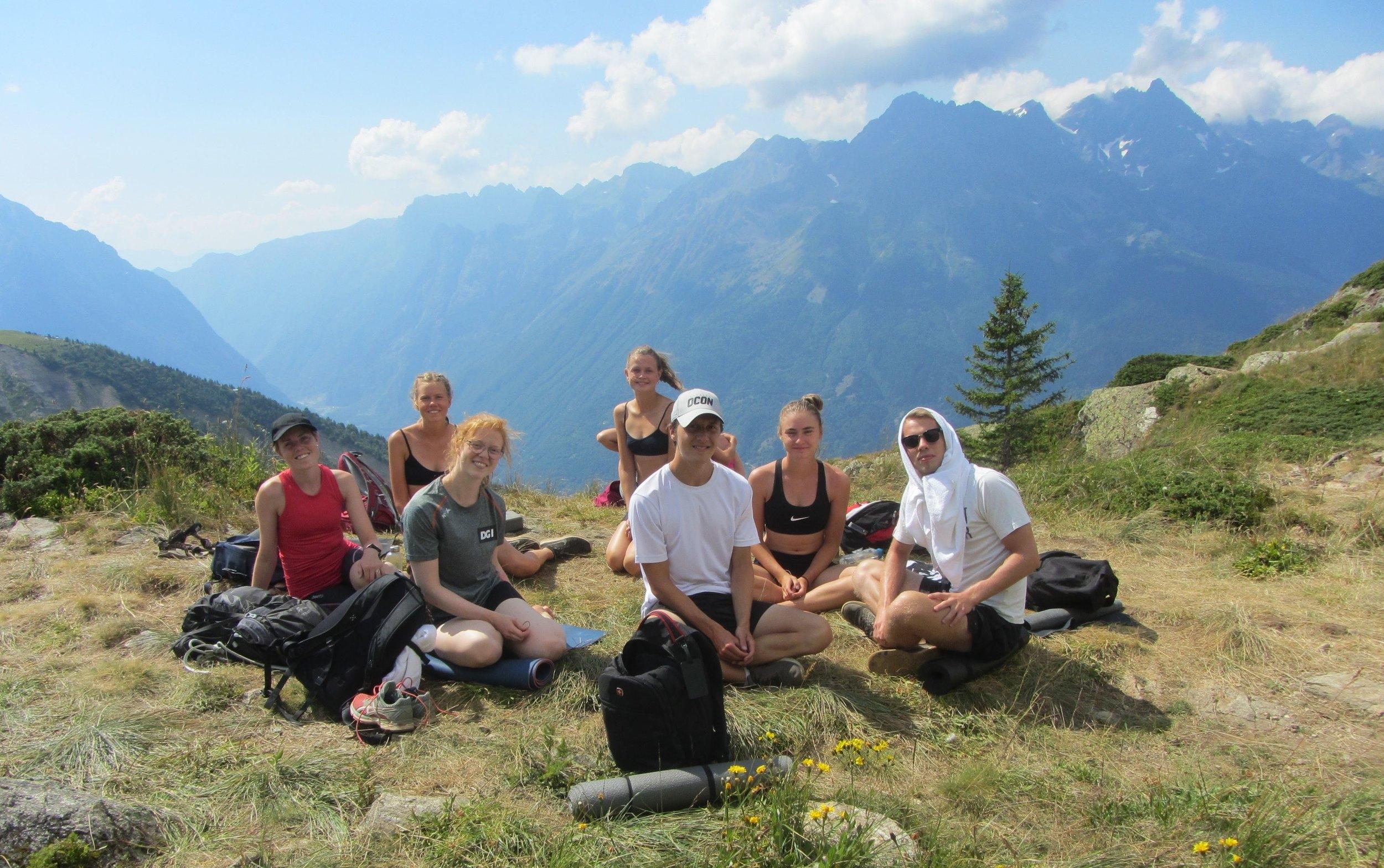 Yoga og meditation på sommerhøjskole med Alpehøjskolen |  1 måned i Alperne i sommerferien