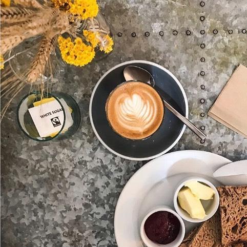 Great photo @emmaboynsphotos  #breakfast #goldhawkroad #swallowcoffeeshop #toastandjam